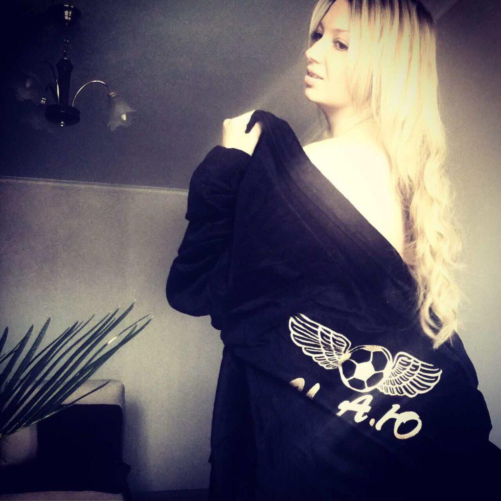 Оригинальная находка для подарка – халат с именной вышивкой 1