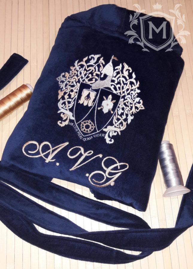 халат с вышивкой герба