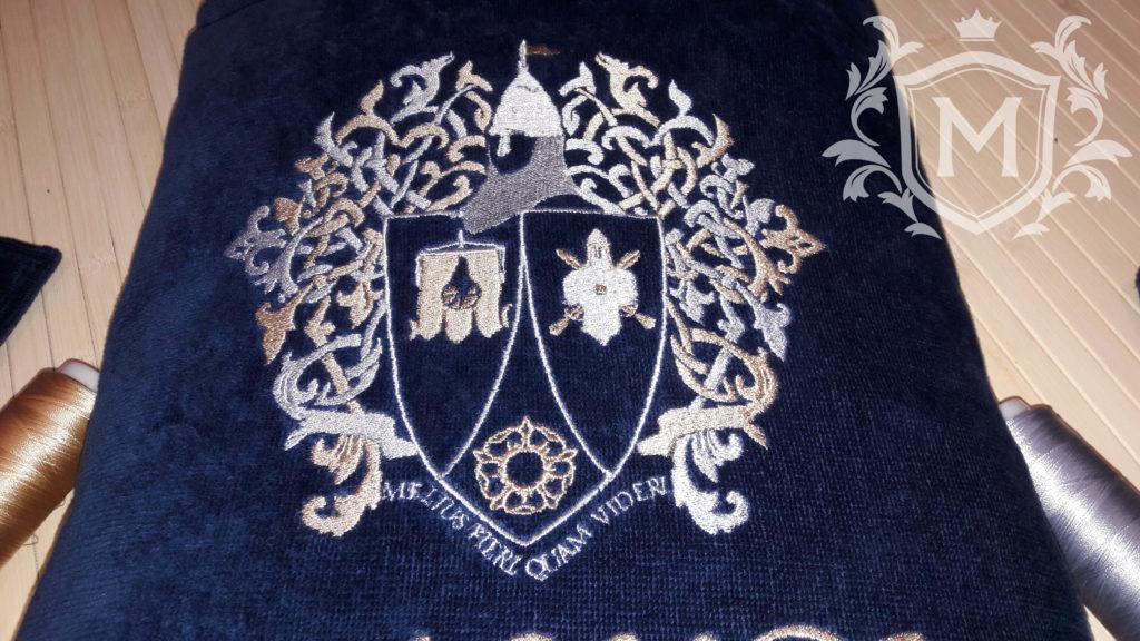 вышивка семейного герба