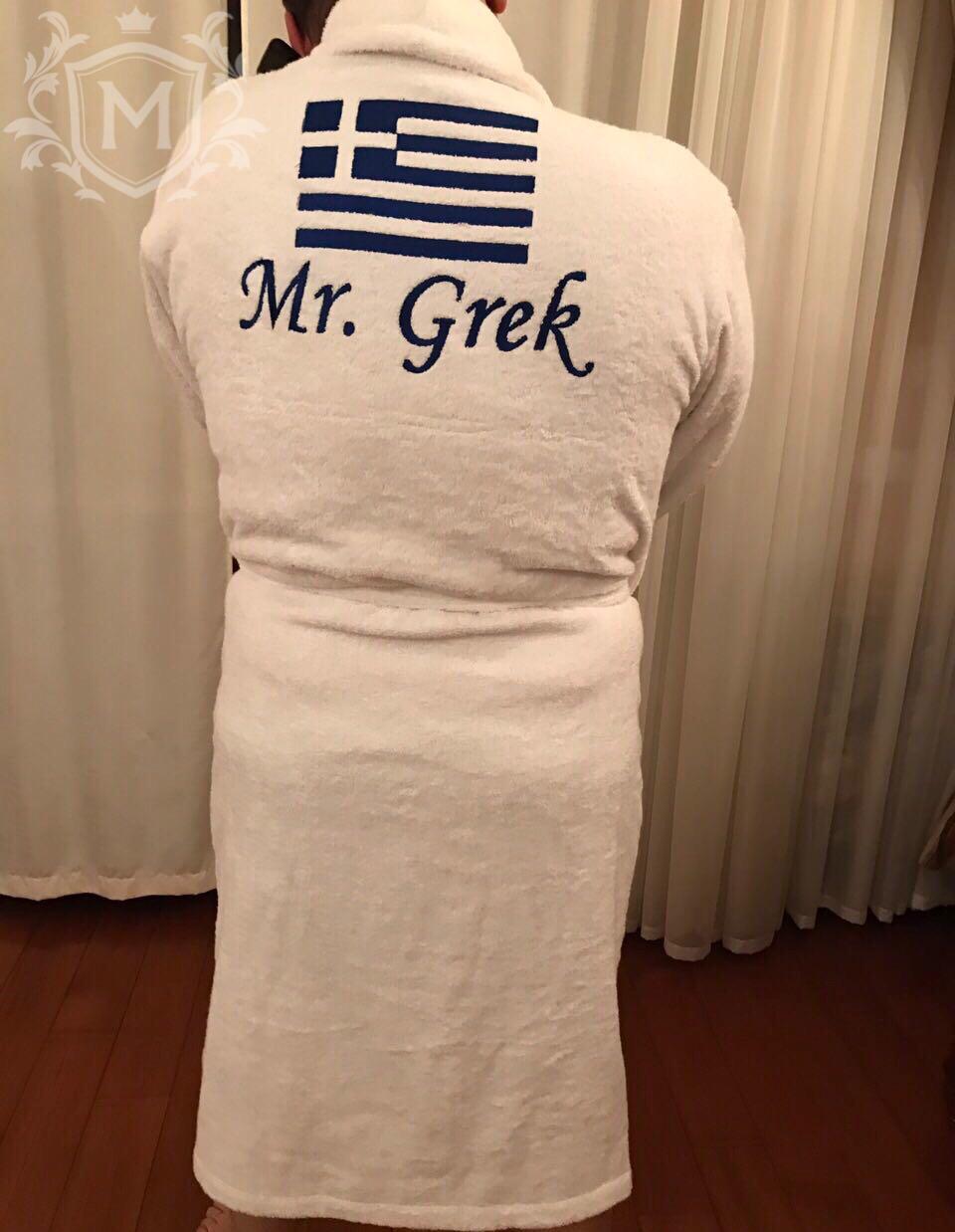 белый халат с вышивкой