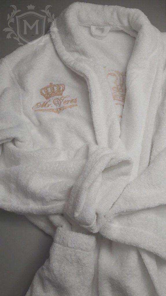 вышивка на груди халата