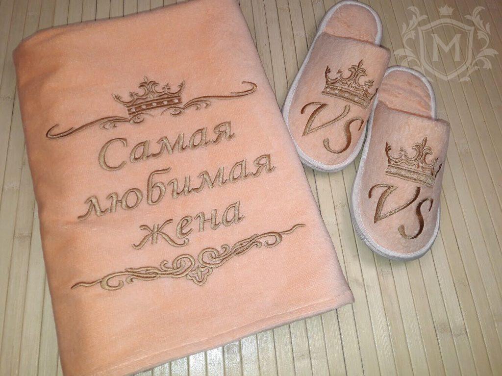 персиковое полотенце с тапочками