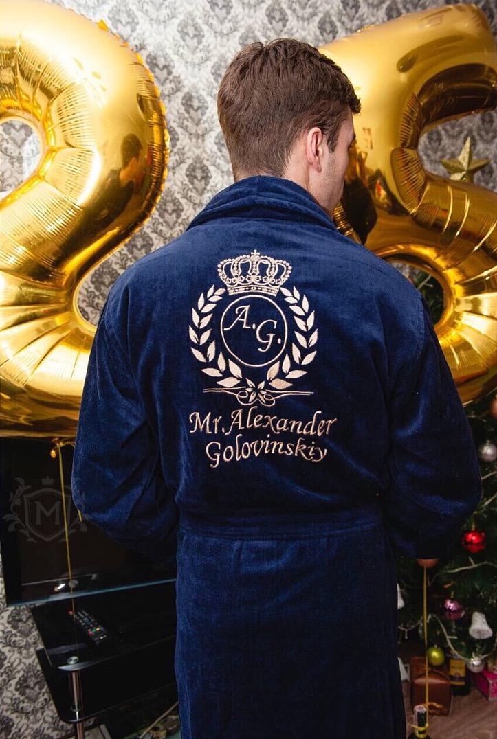 темно-синий халат с золотой вышивкой