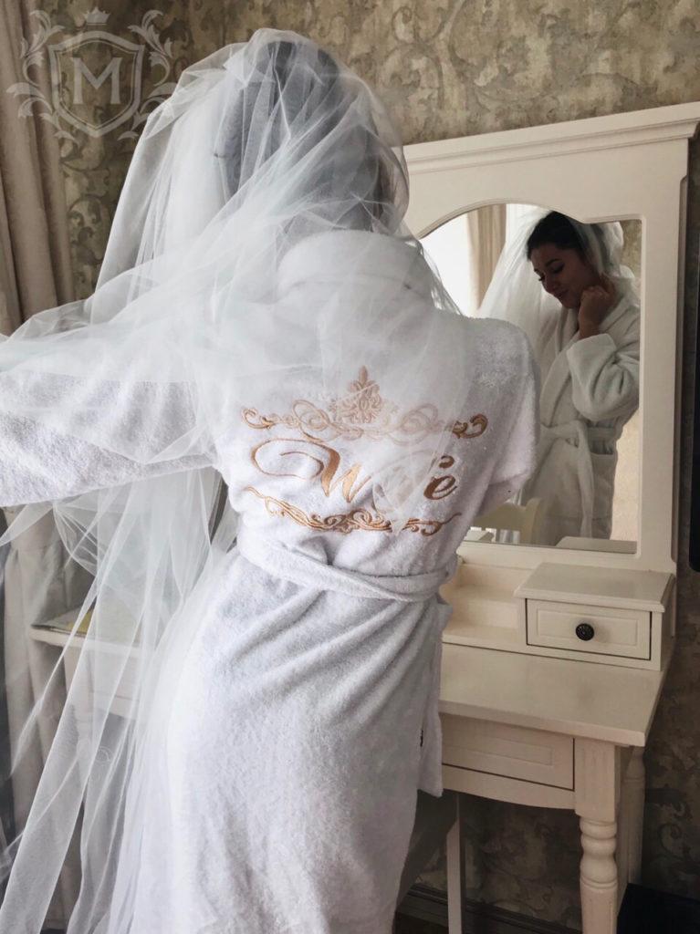 белый именной халат невесты