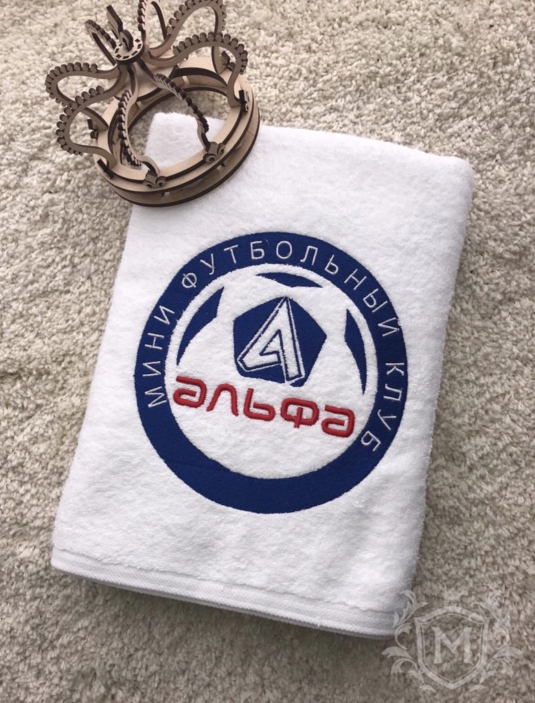 полотенце с вышивкой лого