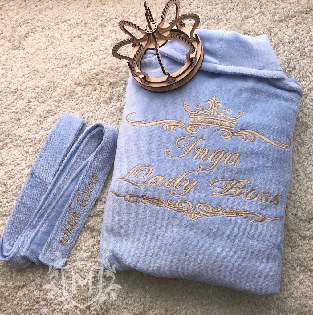 голубой халат с вышивкой