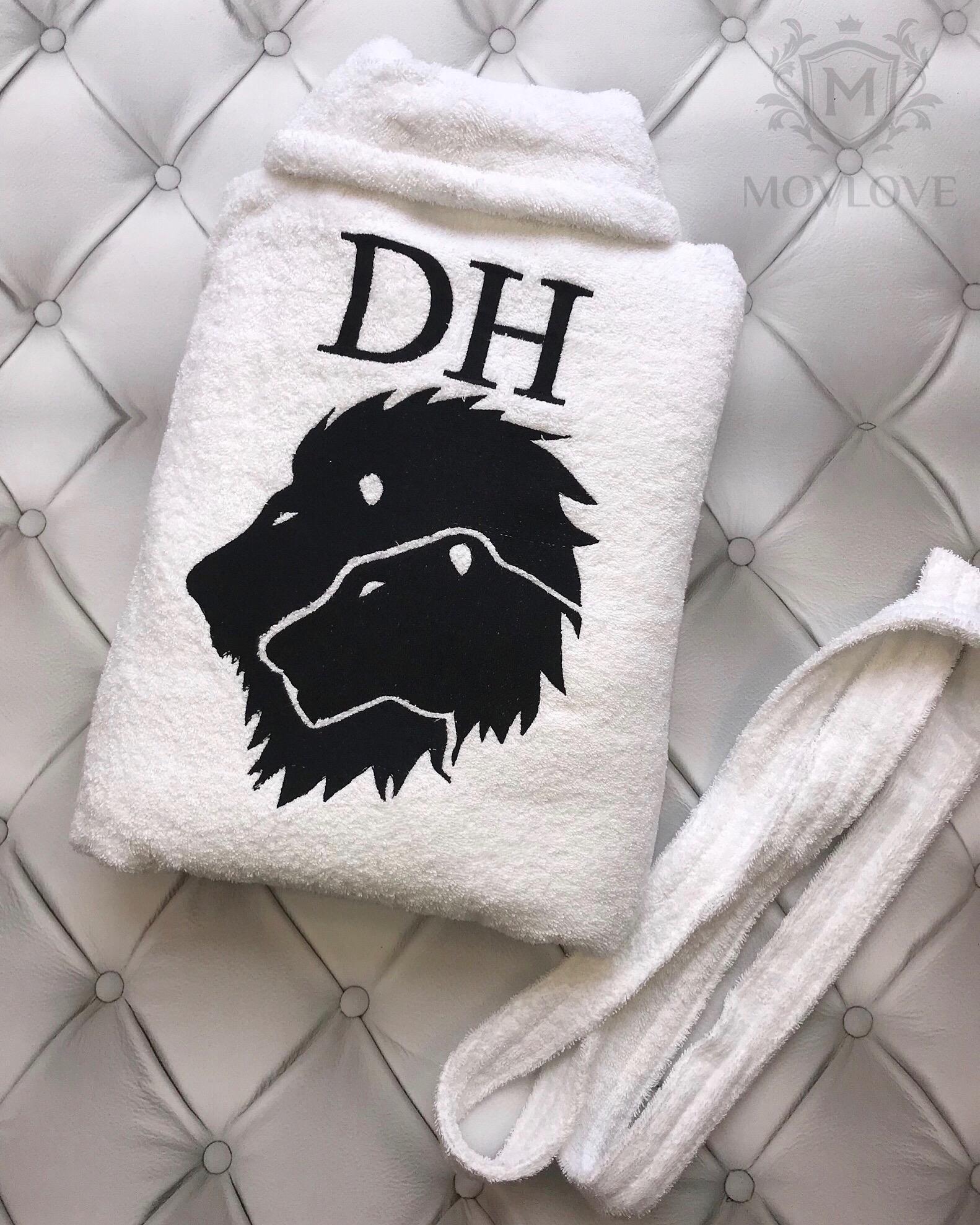 белый халат с вышивкой льва