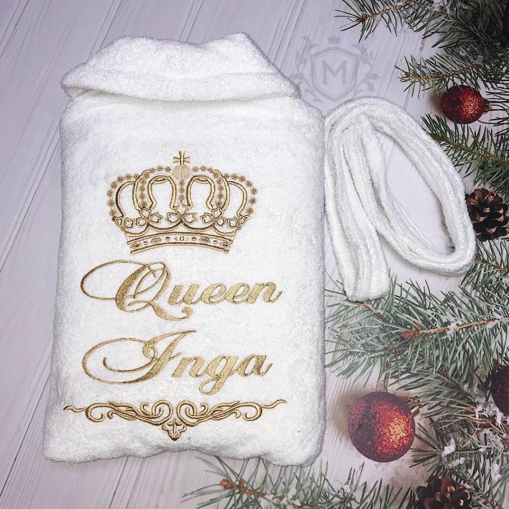 белый махровый халат с выишвкой