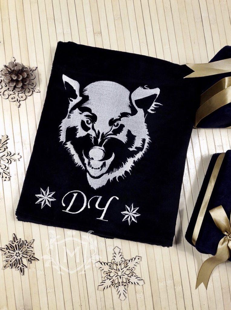 полотенце с вышивкой волка