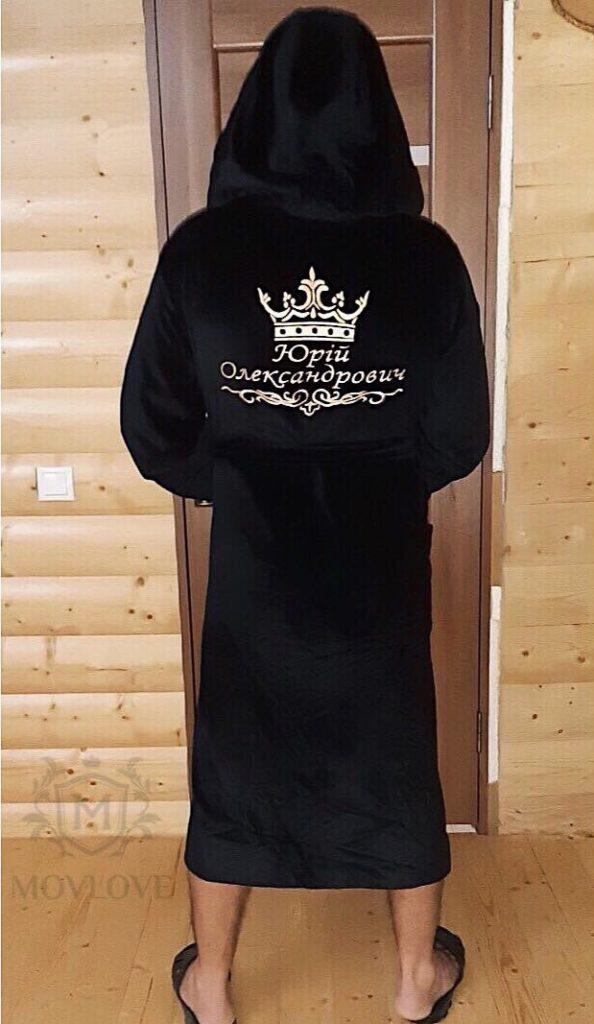 халат с вышивкой на человеке