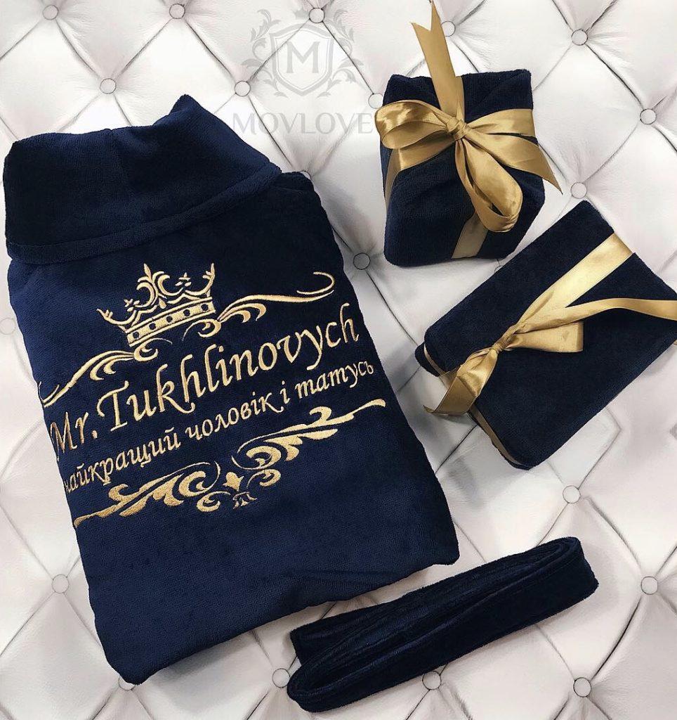 велюровый халат с вышивкой