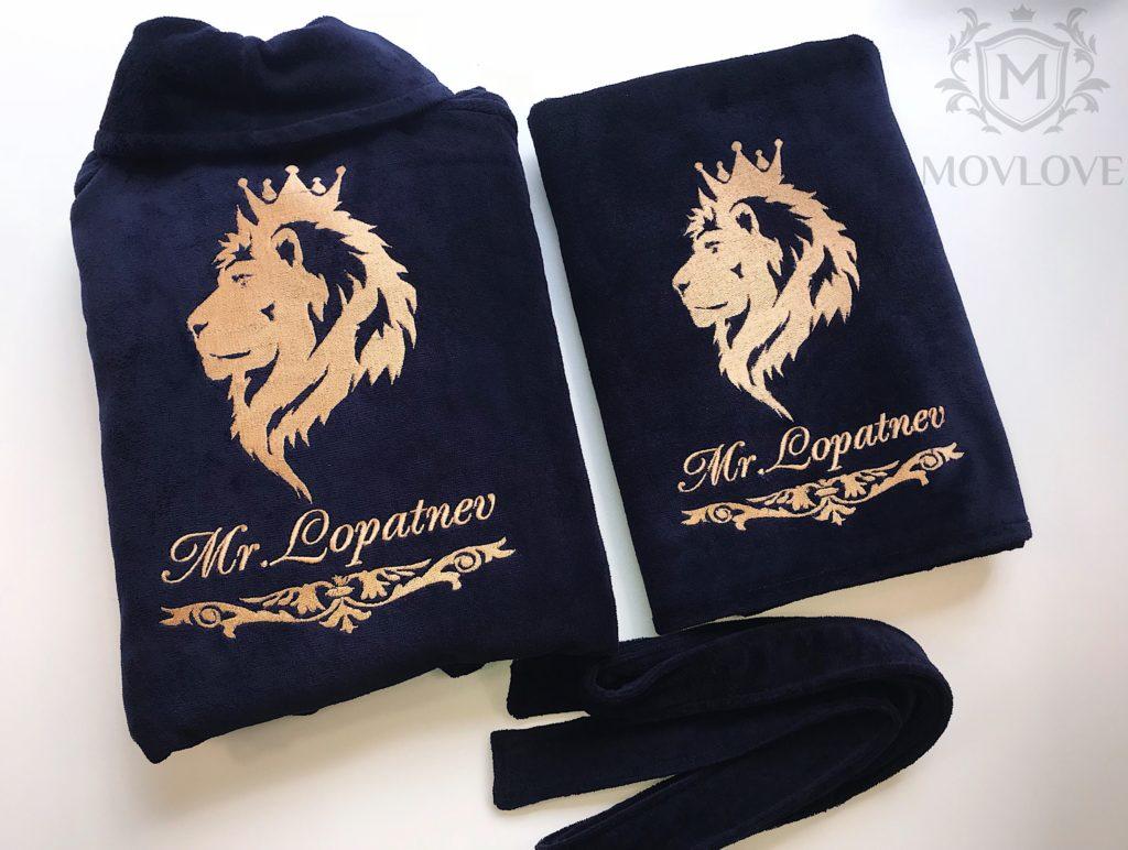 синий халат с вышивкой льва