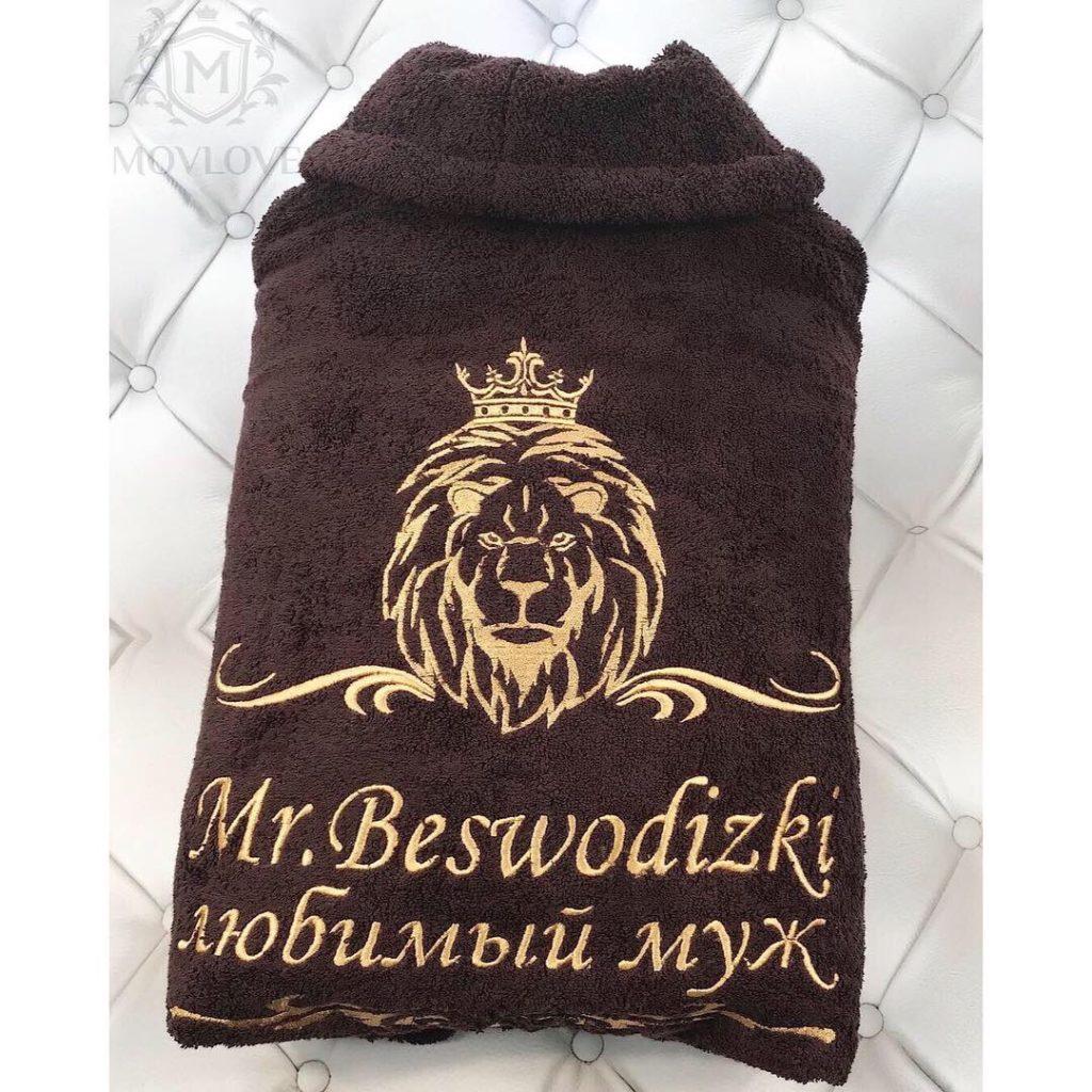 коричневый халат с вышивкой