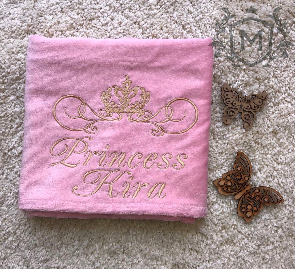 полотенце с вышивкой розового цвета для рук