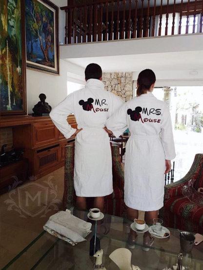 белые махровые парные халаты с вышивкой для семьи