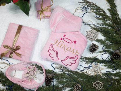 розовый детский халат с вышивкой надписи Николь