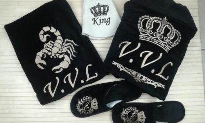 именная банная шапка купленная в комплекте с именным халатом, полотенцем и тапочками с вышивкой