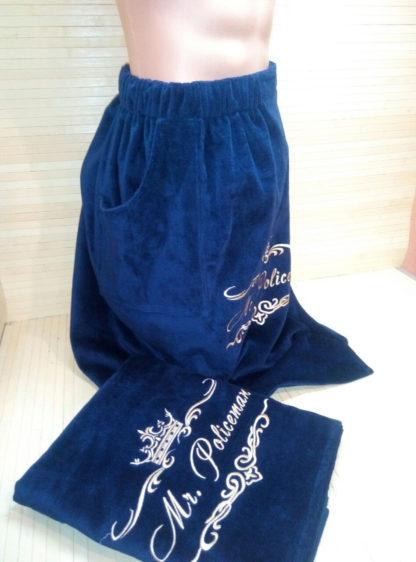 синий махровый килт для бани с вышивкой вид сбоку