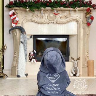детский именной халат с надписью Super Мельник и вышитым логотипом супермэна в подарок на Новый Год
