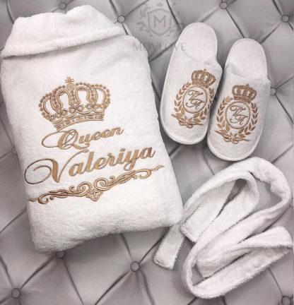 белые женские именные халаты и тапочки с оригинальной вышивкой сделанной под вас