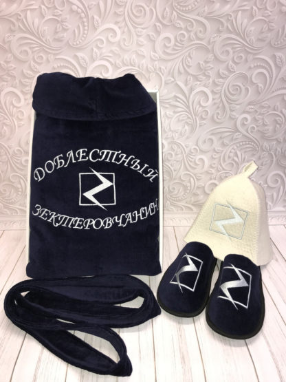 набор из именной шапки, именного халата и тапочек с вышивкой