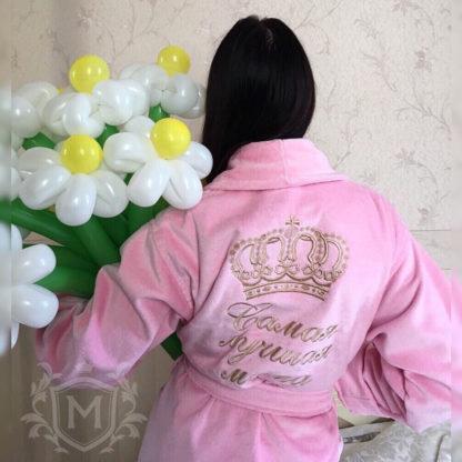 розовый женский именной халат с надписью золотого цвета и короной большой и круглой